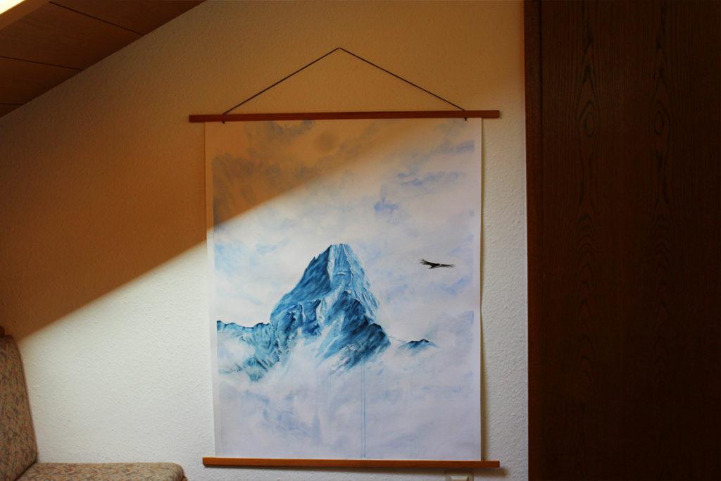 großes kunstwerk von stuttgarter künstlerin. ein königlicher schneeberg und ein freifliegender adler